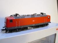 Märklin 37433 DB BR 143 rot